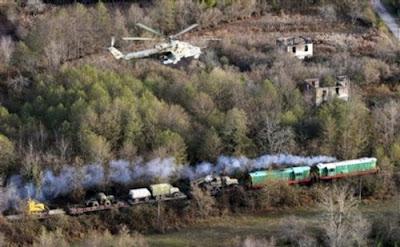 Mi24 nad vlakem