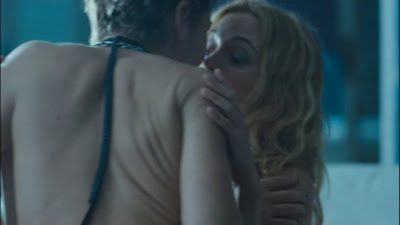 Heather Graham and Jaime Winstone, Lesbian Kiss