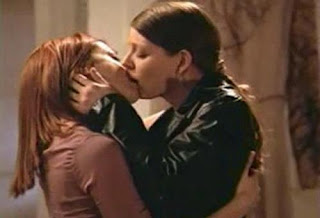 Alyson Hannigan and Amber Bensen, Lesbian Kiss Buffy the Vampire Slayer