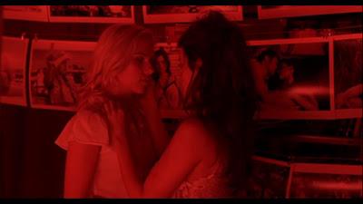 Scarlett Johansson and Penelope Cruz, Lesbian Kiss Vicky Cristina Barcelona  lesmedia