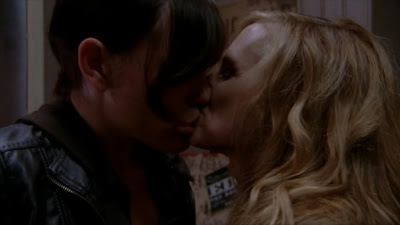 Lesbian Kiss, Holly Hunter and Clea DuVall