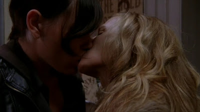 Holly Hunter and Clea DuVall, Lesbian Kiss