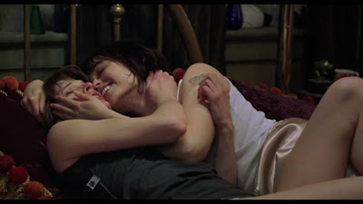 Milla Jovovich and Sarah Strange Lesbian Kiss, .45 lesmedia