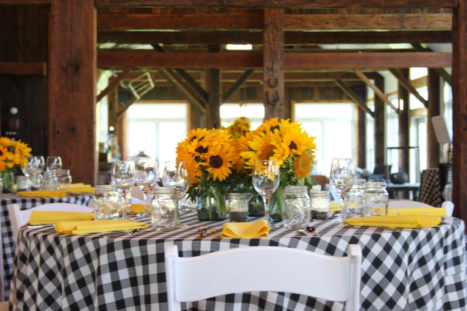 Fan no farmhouse wedding decor