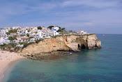 Arribas, praia e parte da Vila de Carvoeiro
