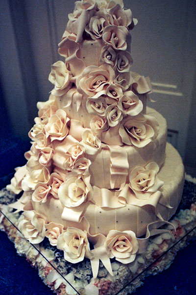 Ivory Wedding on Wedding Cakes Pictures  Pale Sugar Rose Wedding Cakes