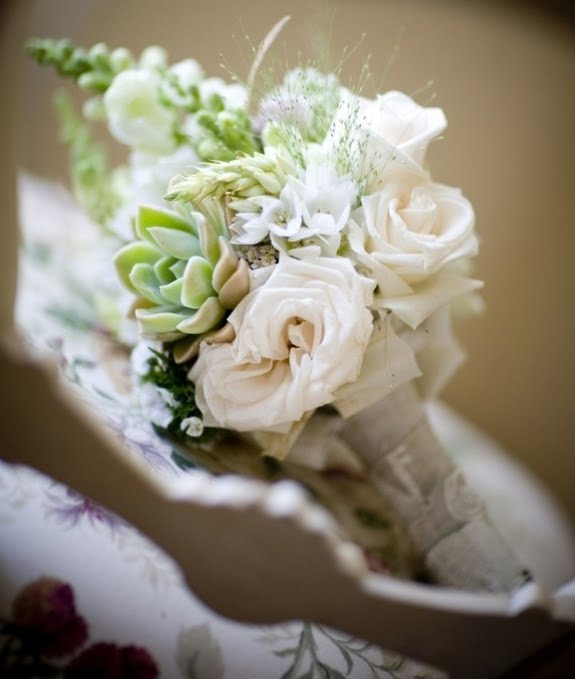 Alhamdulillah bejo: Green and White Wedding Bouquet