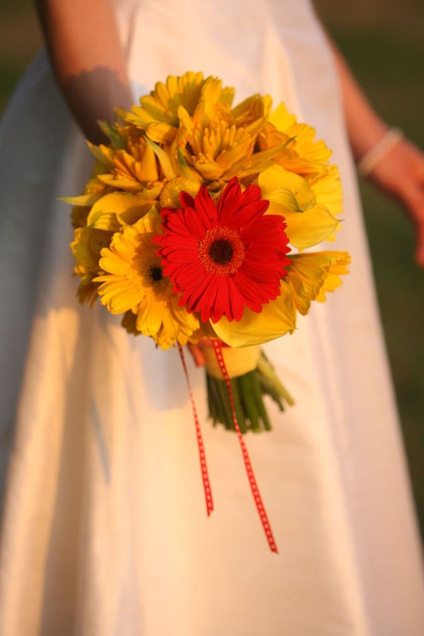 Wedding Flowers Red And Yellow : Bouquet bridal wedding flowers in red and yellow