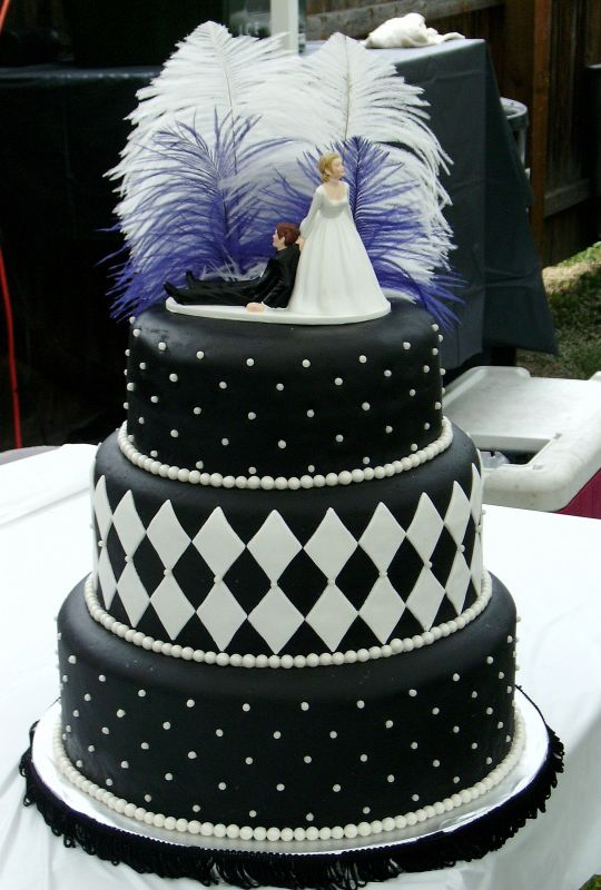 Cake Pictures Black And White : Wedding Cakes Pictures: Modern Black and White Wedding Cakes