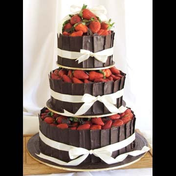 Wedding Cakes Pictures: Chocolate and Strawberries Wedding Cakes