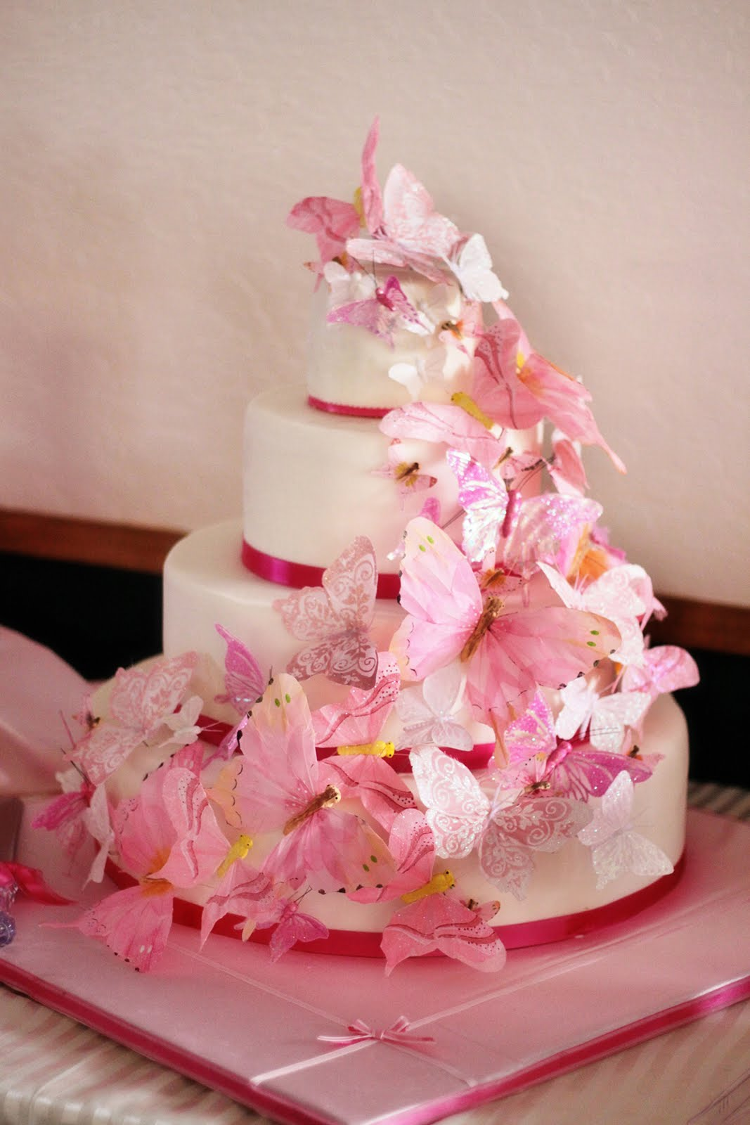 Cake Images Butterfly : Wedding Cakes Pictures: Pink Butterfly Wedding Cakes