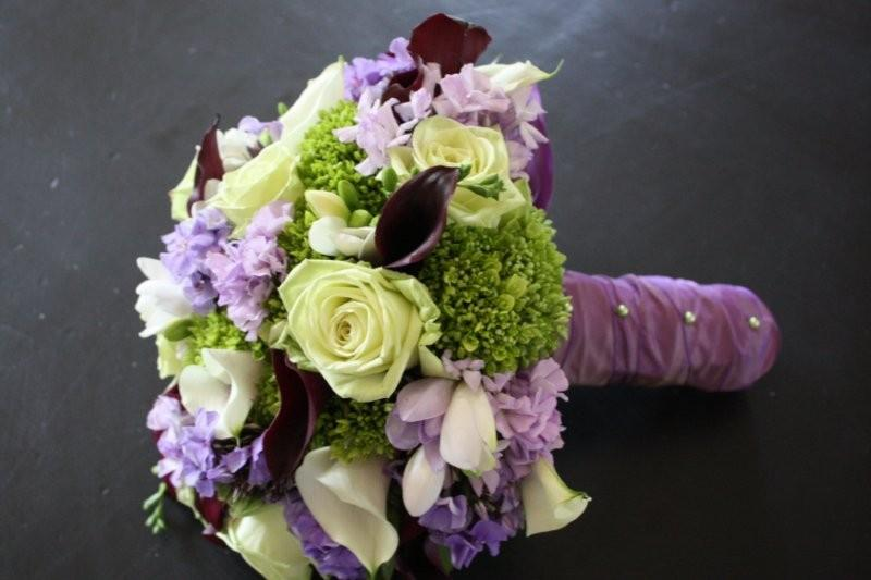 purple center green roses green hydrangea lavender phlox and lavender ...