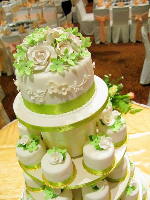 Cake Designs Green : Wedding Cakes Pictures: Green Wedding Cupcakes