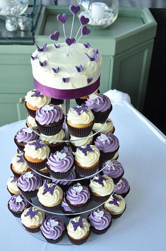 wedding cakes pictures purple wedding cupcakes. Black Bedroom Furniture Sets. Home Design Ideas