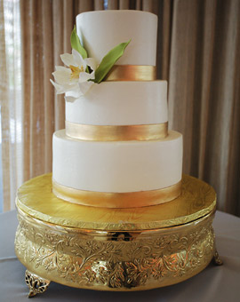 Beautiful Elegance With This Classic White And Gold Wedding Cake Idea