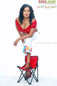 Hot Cleavage Show And Navel Of Sarika