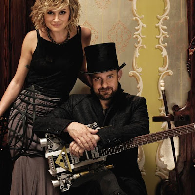 Sugarland 'Stuck Like Glue' - Lyrics & Music Video