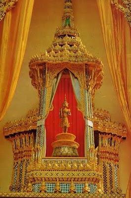 Phra Siam Thevathiraj statue