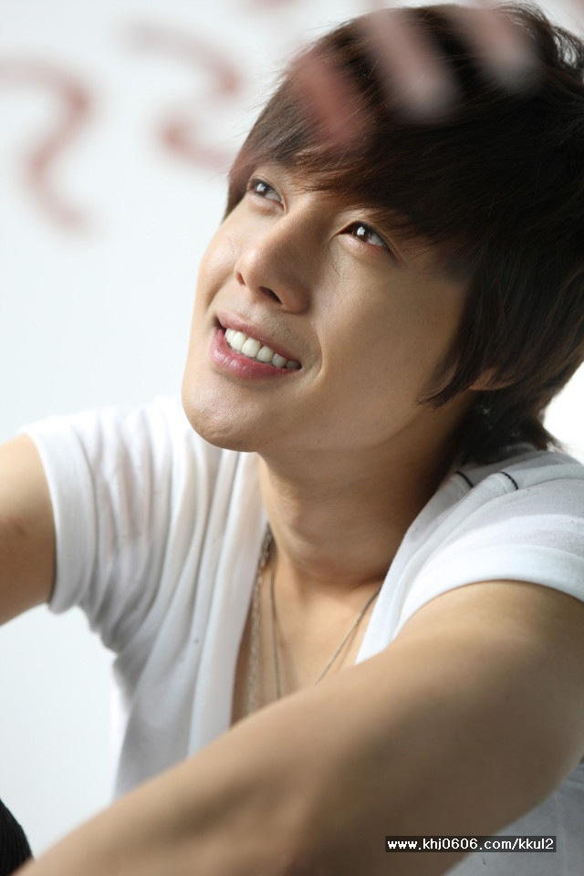 All Images Of Kim Hyun Joong http://recap-koreandrama.blogspot.com/2010/12/kim-hyun-joong-photoshoot-2011.html