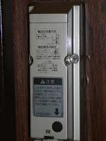 【照片:門內的門鎖使用說明】