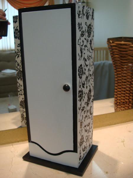 Porta Papel Higiênico - Claudia - R$ 35,00