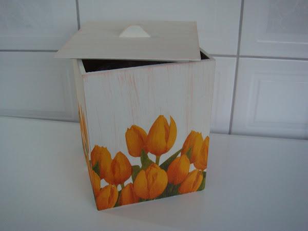 Lixeira Tulipa - R$ 40,00