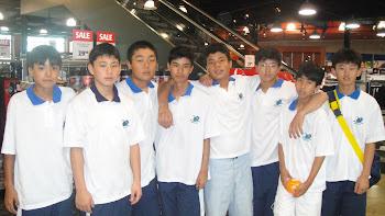 Compras no DICK'S Sporting Goods, Victor, Nagano, Higashi, Guilherme, Kazuo, Gustavo,Massao e Bruno