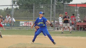 Bruno Harano como Pitcher no jogo contra Cary Chaos, IL