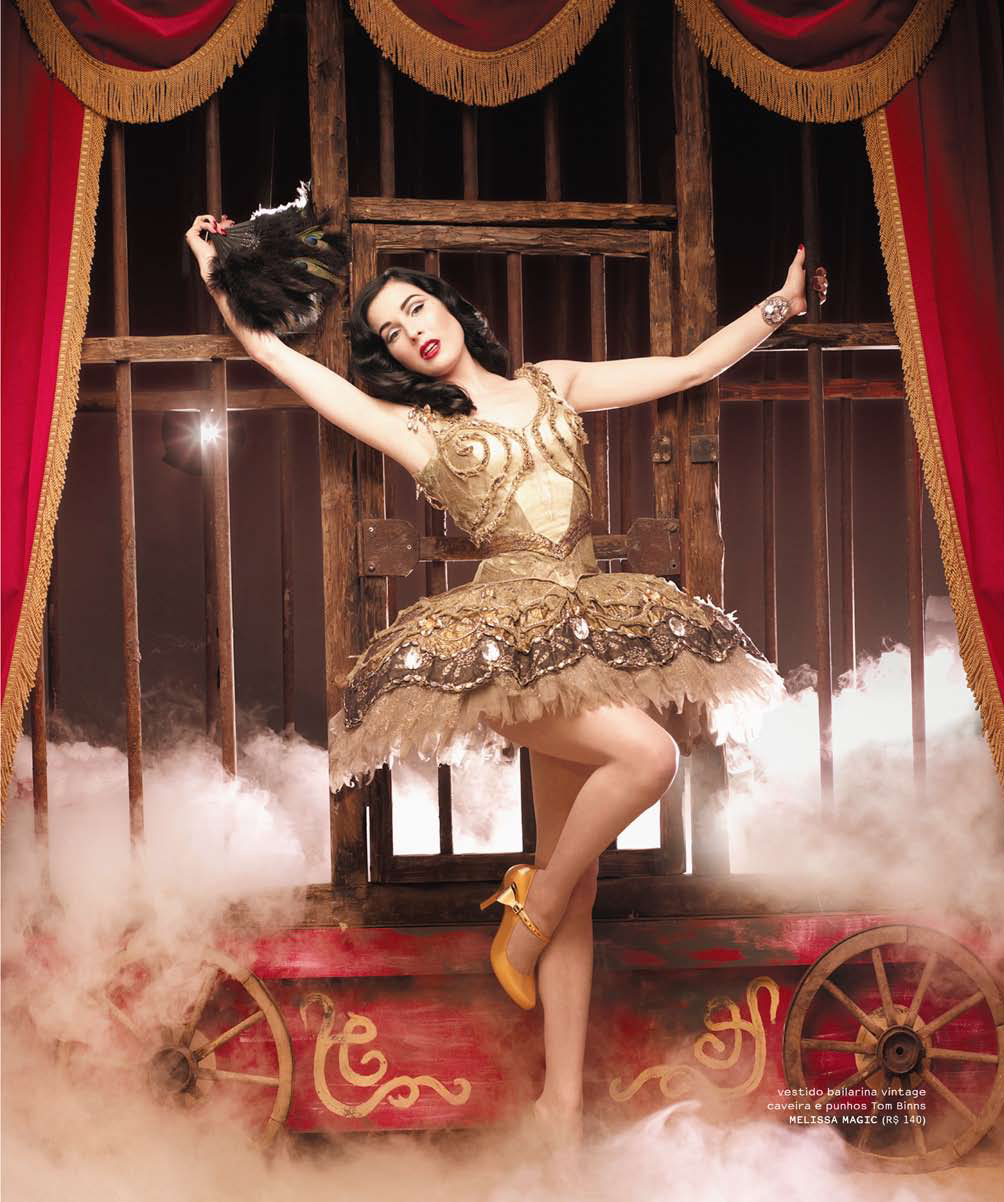 The glamorous guide to unconventional living as if you for Burlesque bedroom ideas