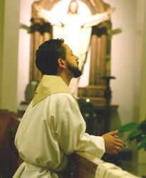 http://4.bp.blogspot.com/_UHht5Ro53L8/TN2Eu8hYd3I/AAAAAAAAFRA/SQdjVSGnF_c/s1600/sacerdote+en+oracion.jpg