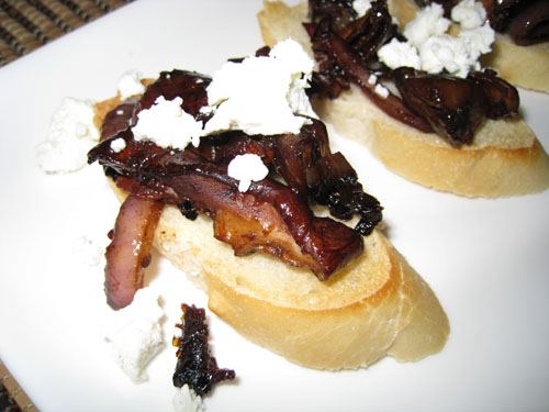 Warm Mushroom, Sun Dried Tomatoes and Goat Cheese Crostini