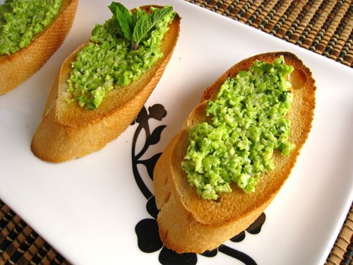 Crostini alla Pea Pesto