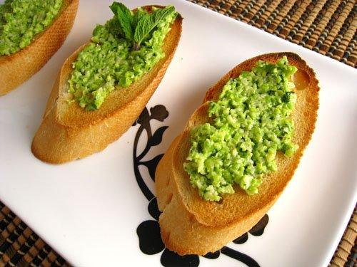 Crostini alla Pea Pesto