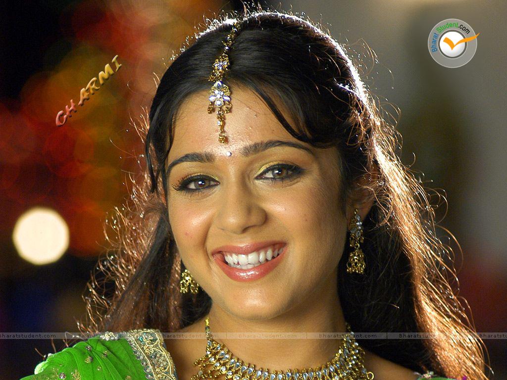 Film Actress Photos: Sexy Charmi Hot New Wallpapers