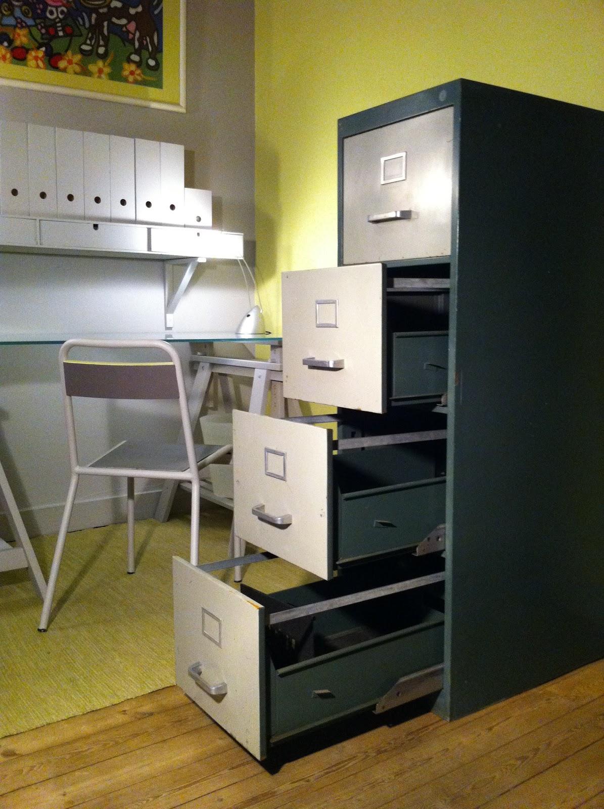 c 39 est la re cr ation vintage scolaire vintage coup de c ur meuble m tallique casier. Black Bedroom Furniture Sets. Home Design Ideas