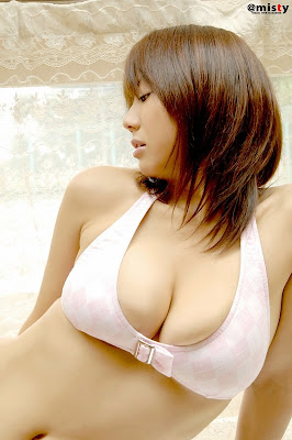 Hitomi Aizawa Perfect Boobs Asian Girl with sexy bikini