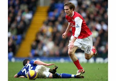 Alexander Hleb of Arsenal skips past a challenge from Damien Johnson of Birmingham City