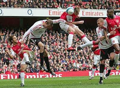 Arsenal striker Nicklas Bendtner scores the equalizer against Liverpool.