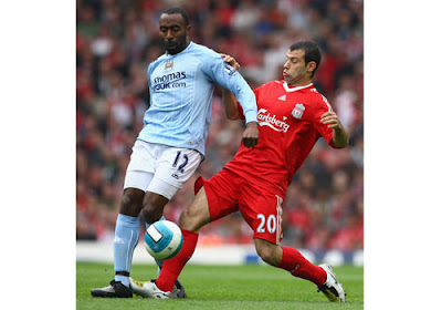 Javier Mascherano of Liverpool challenges Darius Vassell of Manchester City