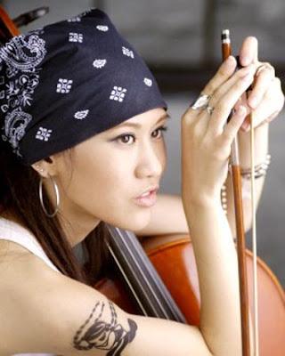 Beautiful Taiwanese Singer : Renee Chan