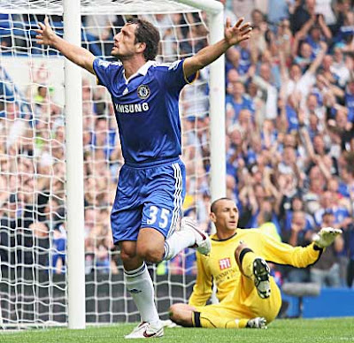 Juliano Belletti (left) of Chelsea celebrates after opening the scoring past Tottenham Hotspur goalkeeper Heurelho Gomes.