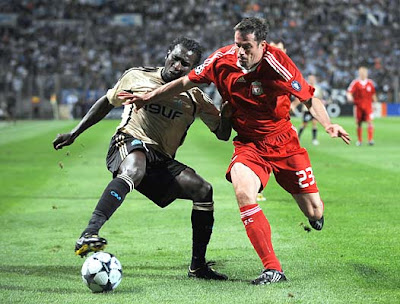 Marseille forward Mamadou Niang (L) vies for the ball with Liverpool defender Jamie Carragher at the Velodrome stadium during the first half of their Champions League match.
