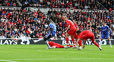 Salomon Kalou of Chelsea shoots and scores the opening goal during the Barclays Premier League match between Middlesbrough and Chelsea at the Riverside Stadium on October 18, 2008 in Middlesbrough, England.<br />