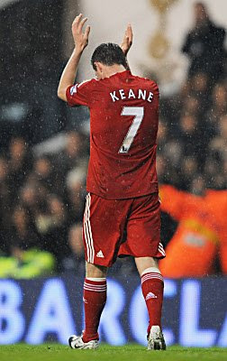 Robbie Keane of Liverpool applauds the fans as he is substituted midway through the second half on his first return to White Hart Lane since signing for Liverpool