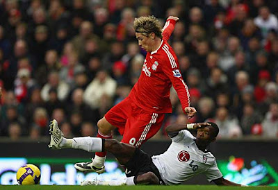 Fernando Torres of Liverpool is fouled by John Pantsil of Fulham