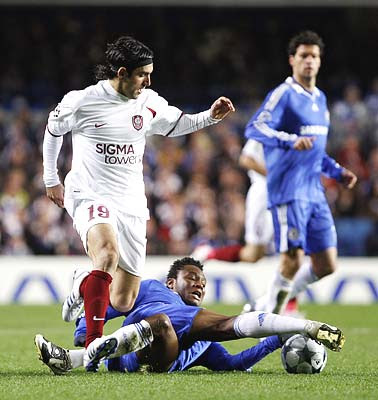 Chelsea's Nigerian John Obi Mikel (bottom) intercepts the ball from CFR Cluj's Argentinean Juan Culio (L) during their Champions League Group A match at Stamford Bridge in London December 9, 2008.