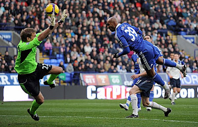 Chelsea forward Nicolas Anelka (right) heads the opening goal past Bolton Wanderers goalkeeper Jussi Jaaskelainen during their English Premier league football match at The Reebok Stadium, Bolton, north-west, England on December 6 2008.