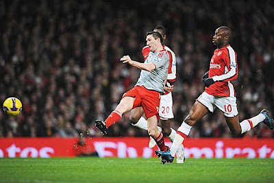 Robbie Keane of Liverpool scores the equalizer against Arsenal.