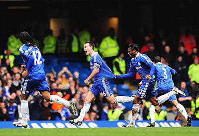 John Terry (center) of Chelsea celebrates with teammates after scoring.