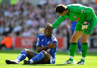 Thomas Sorensen of Stoke City has a word with Didier Drogba of Chelsea
